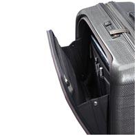 Plně vybavená přední kapsa navržená pro snadný přístup k cestovním dokumentům,  obchodním a osobním věcem.